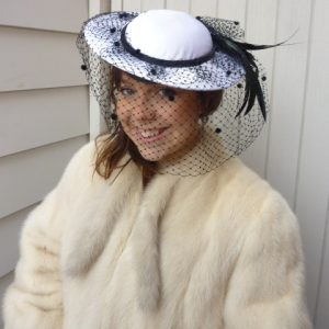 white_hat_black_feathers_and_veil1